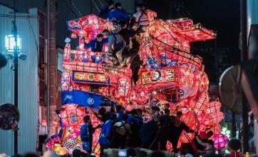 """「福野夜高祭」男同士の""""魂のぶつかり合い""""が楽しめる祭"""
